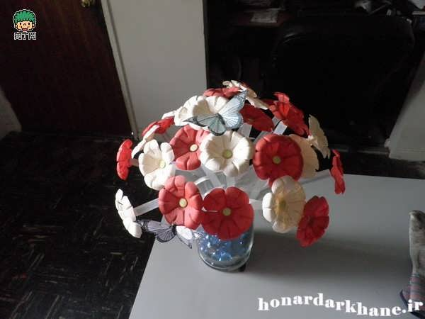 Making decorative flowers (11)