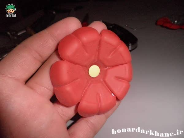 Making decorative flowers (6)