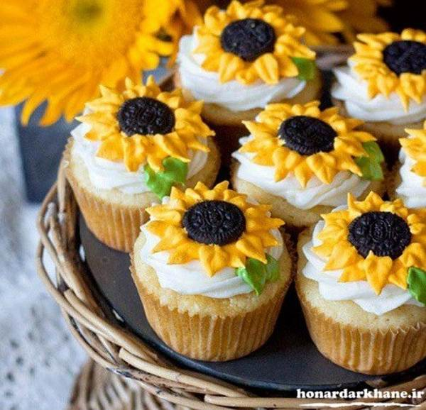 تزیین گل روی کاپ کیک