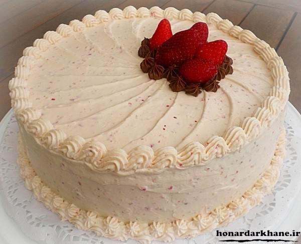 تزیین روی کیک با خامه فرم گرفته