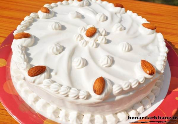 تزیین کیک خانگی با خامه فرم گرفته