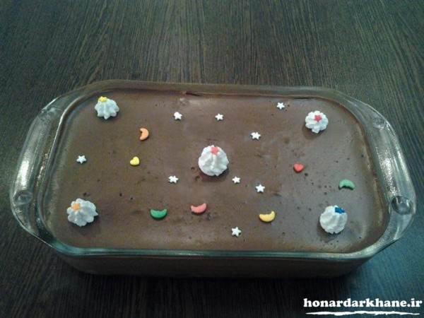تزیین دسر با خامه و شکلات