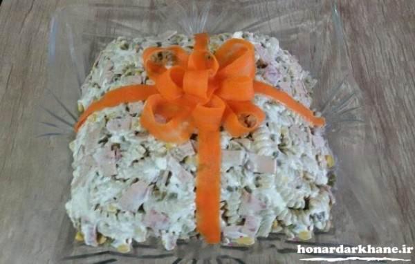 تزیین سالاد ماکارونی با هویج