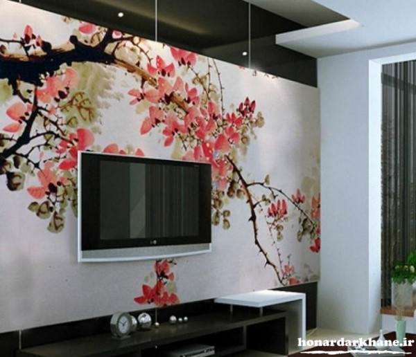 نقاشی روی دیوار پشت تلویزیون