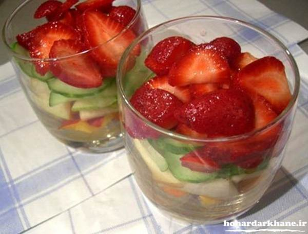 تزیین لیوان ژله با توت فرنگی