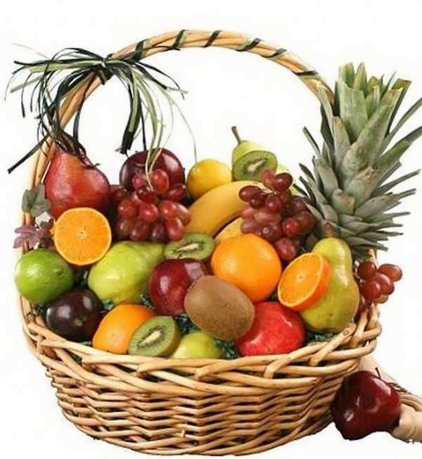 چیدن میوه در سبد