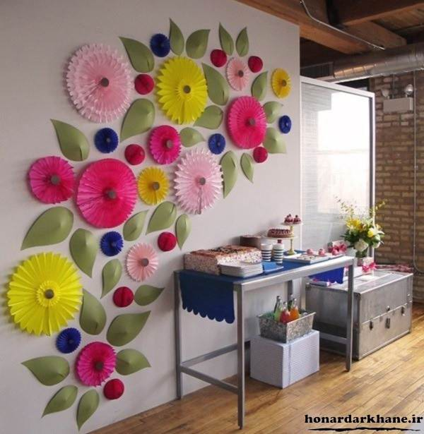 تزیین دیوار با کاغذ رنگی و پروانه های کاغذی