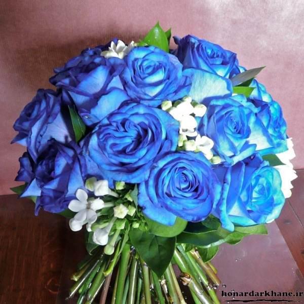 دسته گل با رز آبی