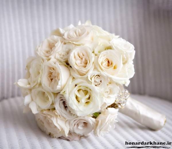 تزیین دسته گل زیبا با رز سفید