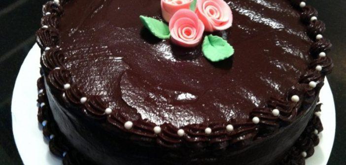 طرز تهیه کیک شکلاتی ساده و خوشمزه + تزیین کیک شکلاتی