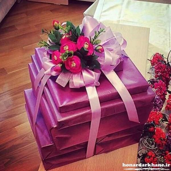 تزیین کادوی عروس با گل و روبان