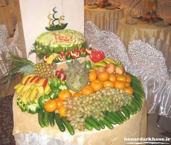 میوه ارایی روی میز شب یلدا