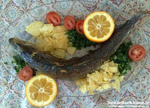 تزیین ظرف ماهی با سبزیجات