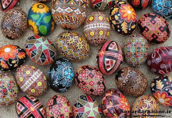 رنگ کردن تخم مرغ های سفالی زیبا