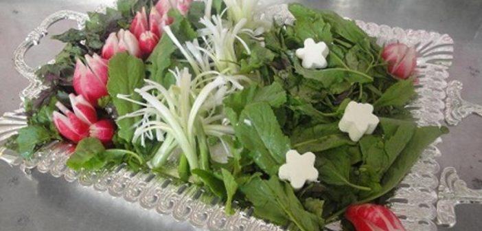 تزیین پیازچه به شکل گل برای تزیین سبزی خوردن