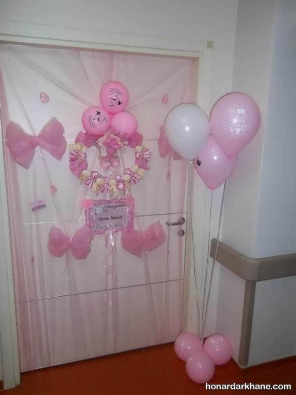 تزیین درب اتاق نوزاد با بادکنک و عروسک