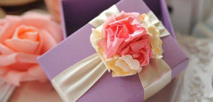 تزیین جعبه کادو با گل