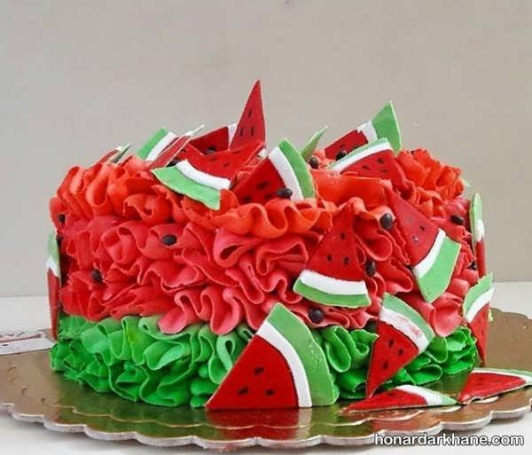 تزیین ساده کیک یلدا