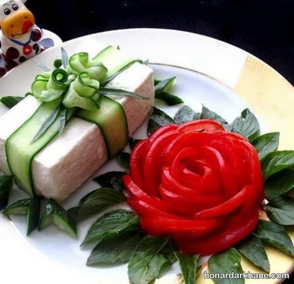 تزیین ساده پنیر با خیار و گوجه