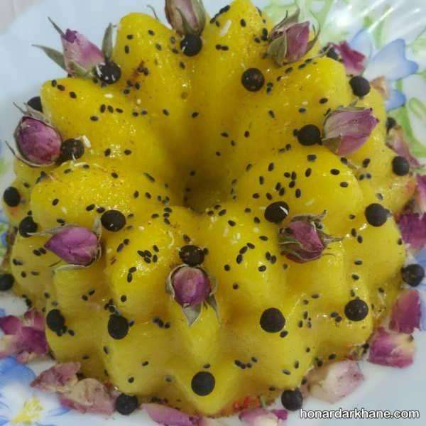 تزیین شله زرد قالبی با گل محمدی