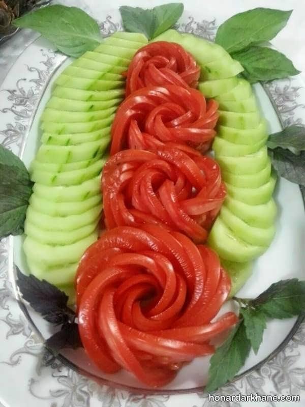 تزیین خیار و گوجه خرد شده