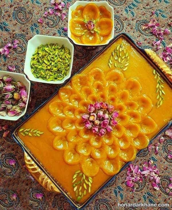 تزیین حلوا با گل محمدی