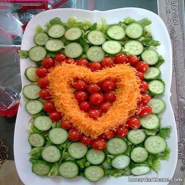 تزیین سالاد با گوجه گیلاسی و خیار
