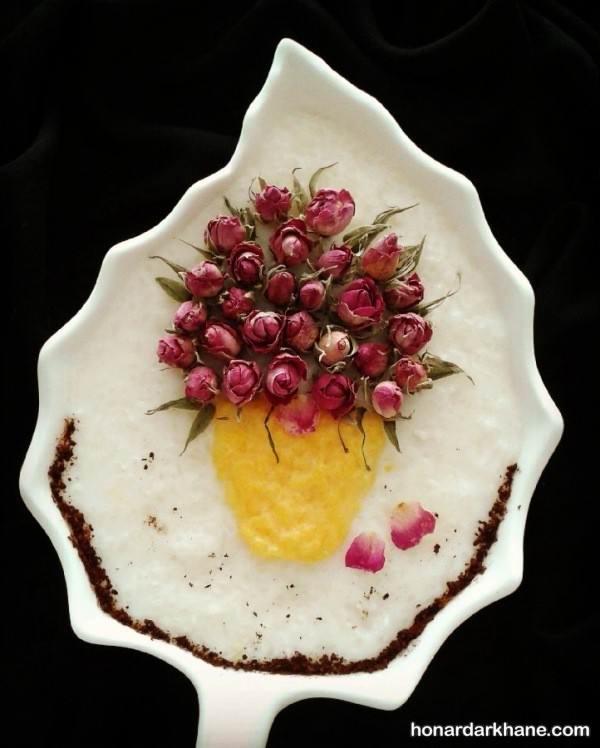 تزیین روی شیر برنج با گل محمدی
