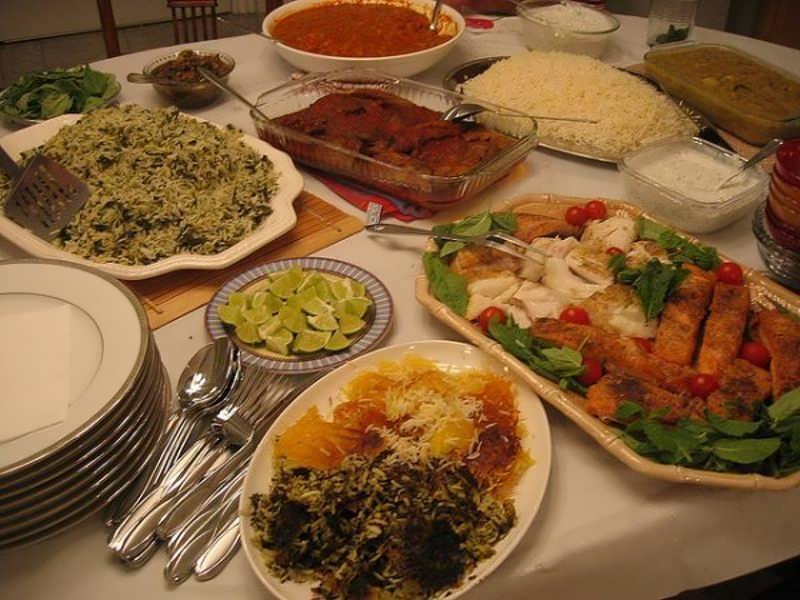 تزیین سفره غذا برای مهمانی با وسایل ساده و در دسترس