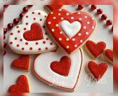 طرز تهیه کوکی ولنتاین قلبی با تزیین رویال آیسینگ