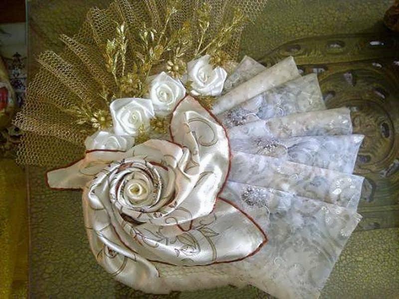 تزیین چادر عروس به شکل پاپیون و گل برای نامزدی و بله برون