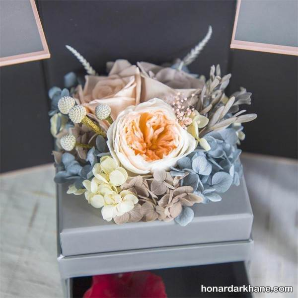 تزیین کادو با گل طبیعی