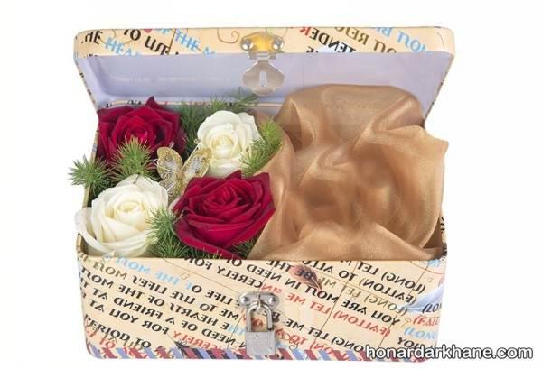 تزیین داخل جعبه کادو با گل