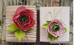 تزیین زیبای هدیه با گل