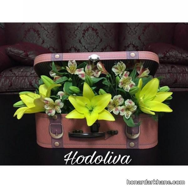 تزیین چمدان کادو با گل