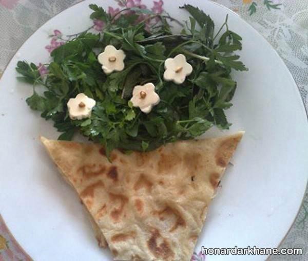 تزیین نان پنیر و سبزی
