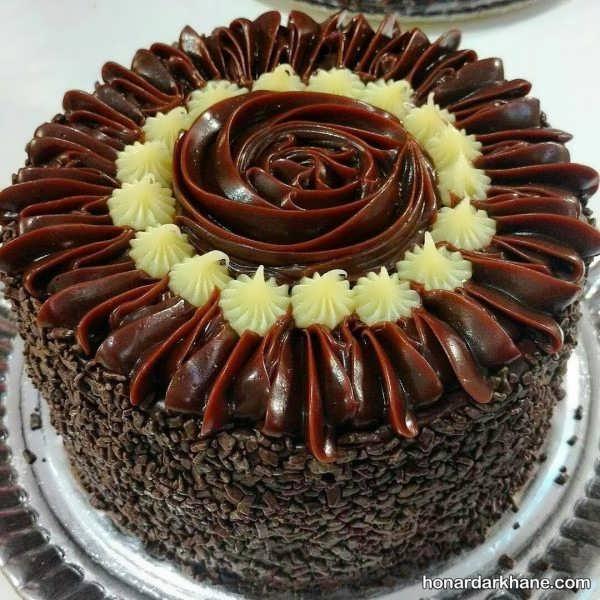 جدیدترین انواع کیک آرایی با خامه و شکلات