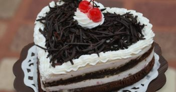 انواع بسیار جالب تزیین کیک با خامه و شکلات