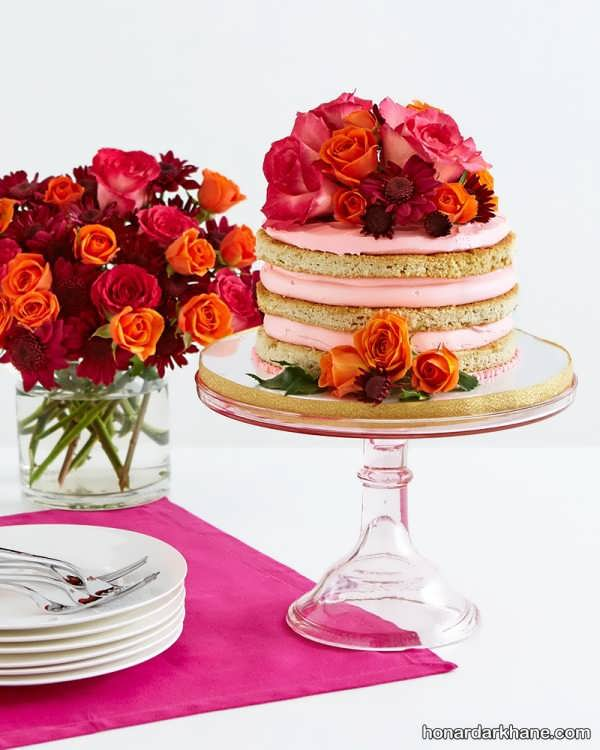 استفاده از گل های طبیعی برای زیبا کردن میز