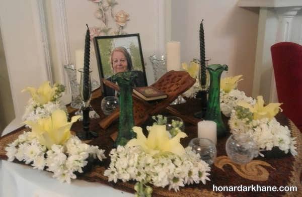 زیبا کردن میز با گل و شمع در مجالس ترحیم