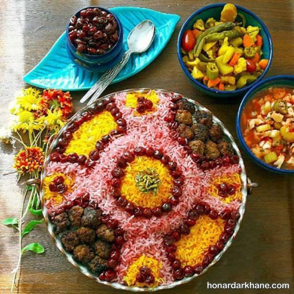 روش های زیبا کردن برنج با رنگ غذایی