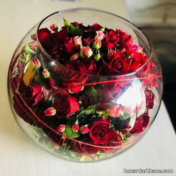 تزیین گل در گلدان شیشه ای