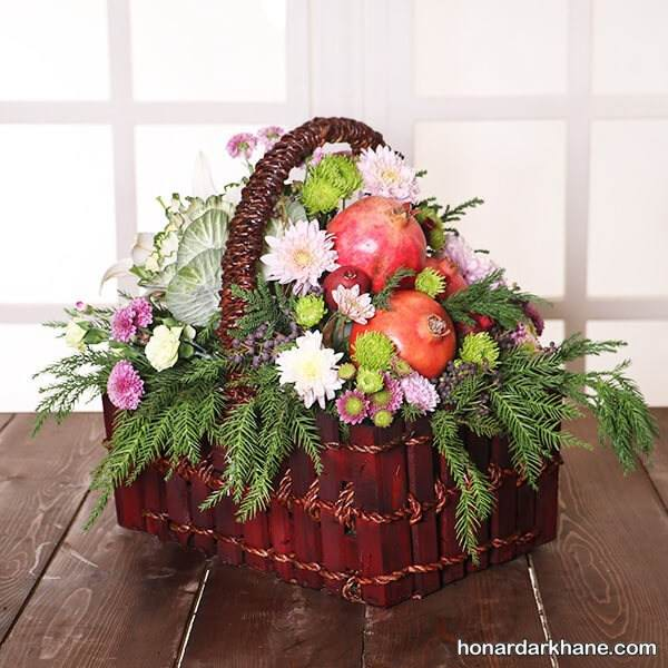 تزیین سبد میوه با گل طبیعی