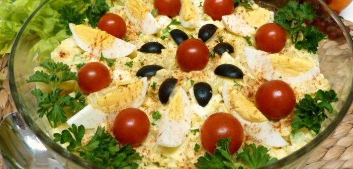 انواع مختلف تزیین سالاد با گوجه گیلاسی
