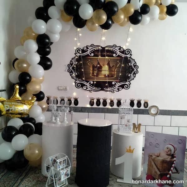 انواع تزئینات جالب مراسم تولد با زمینه سیاه و طلایی