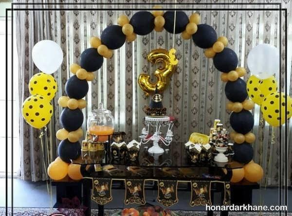 انواع محیط آرایی شیک جشن تولد با زمینه سیاه و طلایی