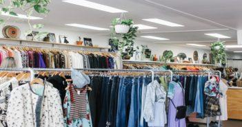 فروشگاهی پر از لباس