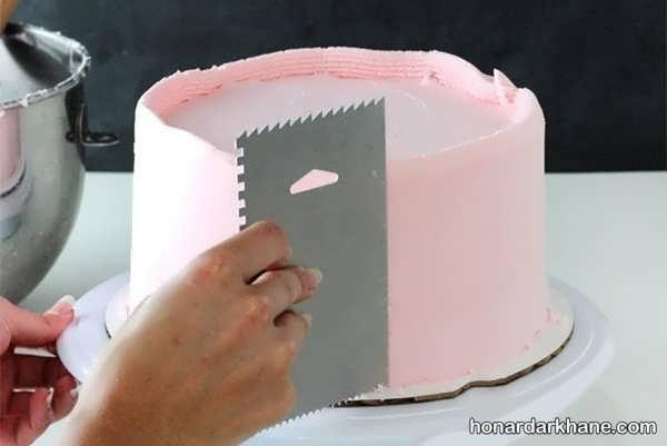 شیوه زدن خامه روی کیک تولد