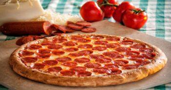 طرز تهیه پیتزا پپرونی خانگی