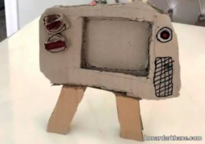 کارهنری جالب با جعبه کارتونی به شکل تلویزیون